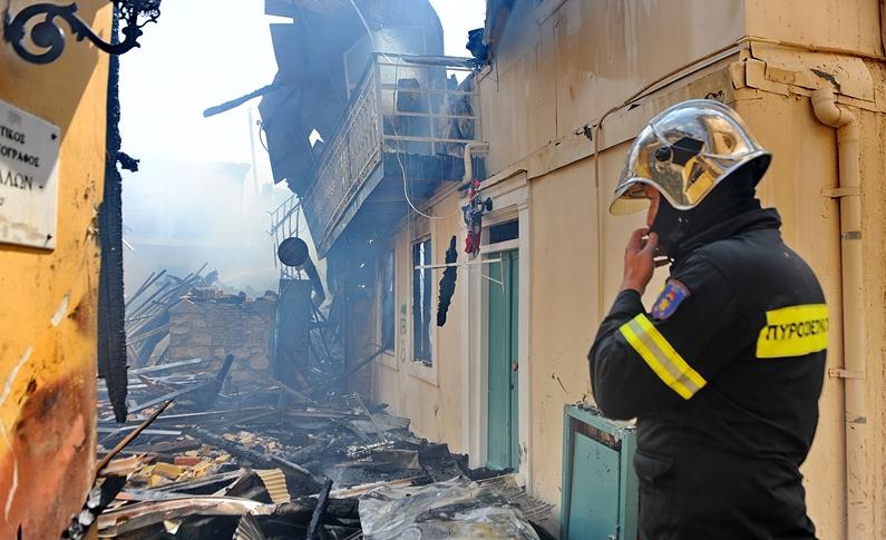 Η παλιά πόλη της Λευκάδας στις φλόγες. photo Eurikinissi
